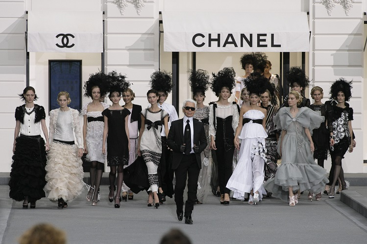 Karl-Lagerfeld-a-love-story-with-Chanel2