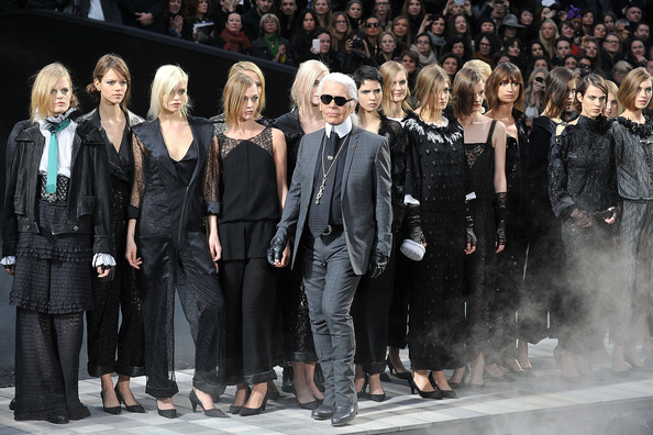 Karl+Lagerfeld+Chanel+Runway+Paris+Fashion+CtIFAknsRU1l