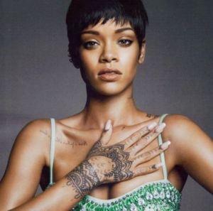 Los-tatuajes-de-Rihanna-3